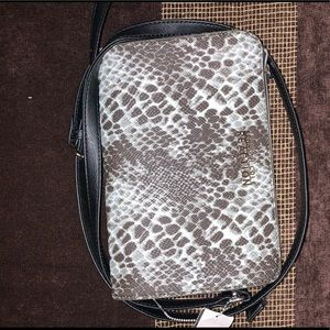 New Kenneth Cole Handbag / purse